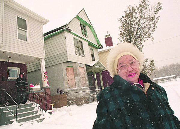98/01/15--BAD HOUSE--DANC APPELLAZZO PHOTO--MRS CARMELINA SPATORICO STANDS IN FRON TOF HER HOME  ON 9TH STREET BEHIND HER IS A DELAPIDATED HOME NEXT TO HERS WHICH IS CAUSING PROBLEMS FOR THE AREA.<br /> <br /> **EDS NOTE: TO GO WITH STEPHENS STORY***<br /> <br /> 1A SATURDAY
