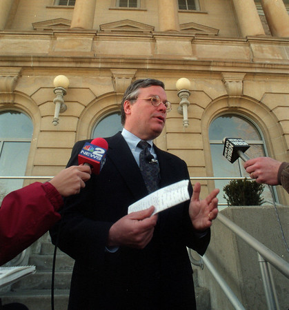 98/02/09 Matt Murphy - James Neiss Photo - Press conference with Niagara County District Attorney Mathew Murphy on the steps of the county building regarding the death of a Niagara Falls boy.