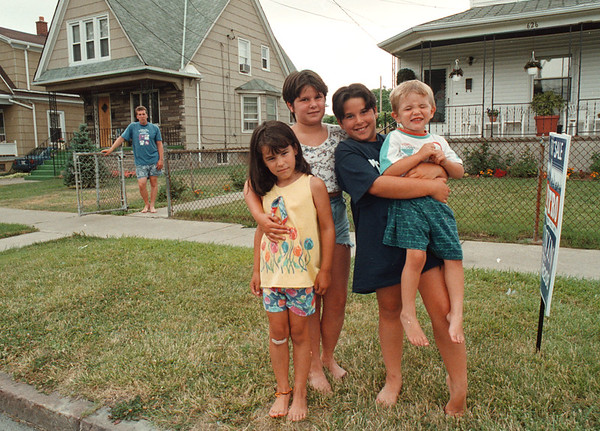 7/25/97-- T. RUSSELL--DAN CAPPELLAZZO PHOTO-- Tim Rusell, far behind, looks on his children on 18th street, where they were almost killed by run-away vehicle. Children are, from left, Tressa Russell, Leah Chiaradia, Kayla Chiaradia and Bo Russell. <br /> <br /> 1A, Saturday, color