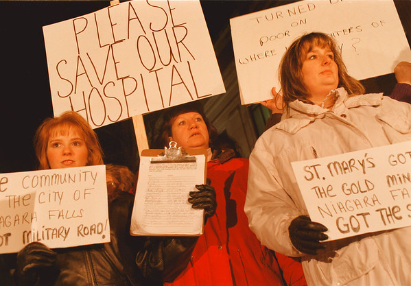 98/01/12-- protest --Takaaki Iwabu photo-- Nurses at Niagara Falls Memorial Hospital send their messages to the public as they stand in front of City Hall before the Council meeting. From left, Pamela Guagliano, Barbara Wienke and Kathleen Cloutier. <br /> <br /> 1A, color,