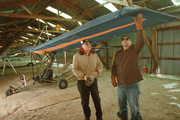 98/01/22--ULTRA LIGHT PLANES--DAN CAPPELLAZZO PHOTO--(LTOR) DICK MACVIE AND RONALD QUIETT INSPECT THE WING ON A QUICKSILVER SPORT 2 ULTRA LIGHT PLANE. THE TWO SEATER TRAINING MODEL IS AT THE  OLCOTT-NEWFANE AIRPORT.<br /> ****EDS NOTE: TO GO WITH GLYNN STORY***<br /> <br /> SATURDAY 1A  FOLDER