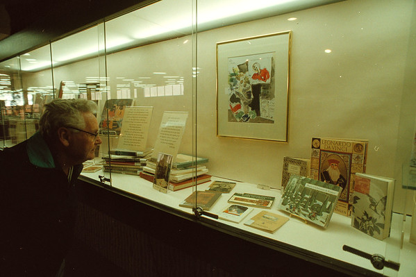97/10/22 King Books - James Neiss Photo - Nick Nicol of Pierce Ave., checks out some of the personal art book collection of Polly King wish is on display at the Niagara Falls Library.