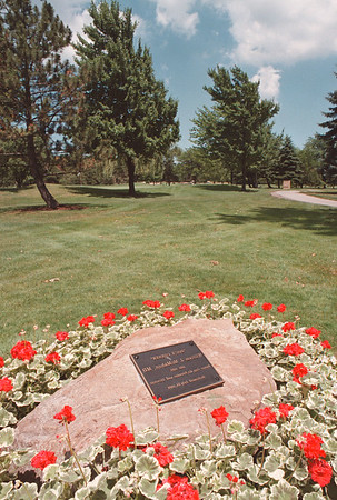 7/16/97--PORTER CUP/DOC'S CORNER--DAN CAPPELLAZZO PHOTO--A MONUMENT TO DOC AT THE 4TH HOLE.<br /> <br /> SUNDAY SPORTS