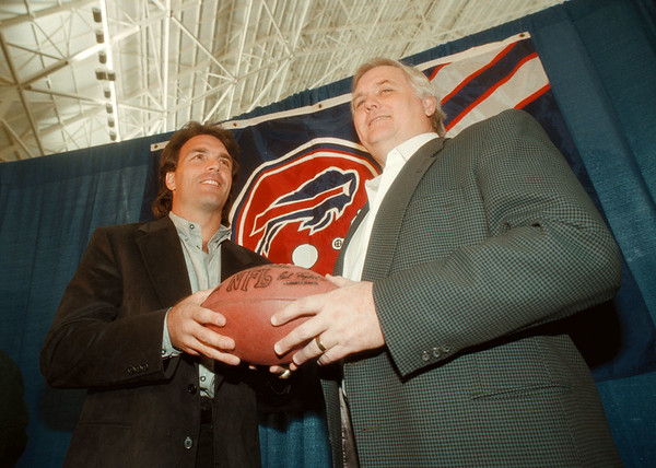 97/01/20 Doug Flutie - James Neiss Photo - Buffalo Bills Head Coach Wade Phillips introduces Doug Flutie as the new Bills QB.
