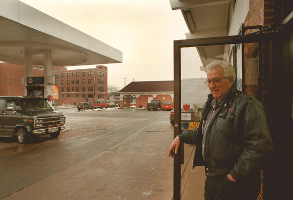 98/01/29--BUSINESS/MOBLIE BRUNO--DAN CAPPELLAZZO PHOTO--MOBLIE SERVICE STATION, CORNER OF PINE AND PORTAGE, OWNER JOE BRUNO WONDERS ABOUT GRIM TIMES AHEAD WITH THE CLOSING OF THE HIGH SCHOOL AND THE MMC WHICH ARE LOCATED ACROSS THE STREET FORM HIS BUSINESS.<br /> <br /> 1A