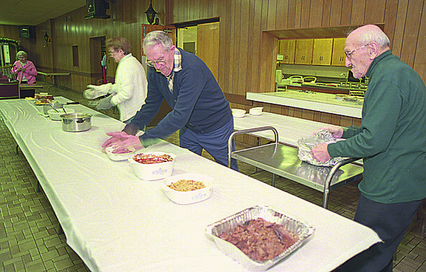 1/15/97--SANBORN/SR.CITIZENS--CAPPY PHOTO--(FRONT TO BACK) BILL KUBAS, SR. CLUB PRESIDENT ROBERT BOWER AND  ISABELL WHEATLEY PREPARE FOR A SR. CLUB DINNER AT THE SANBRON FIRE HALL.<br /> <br /> ECHO-MIRROR