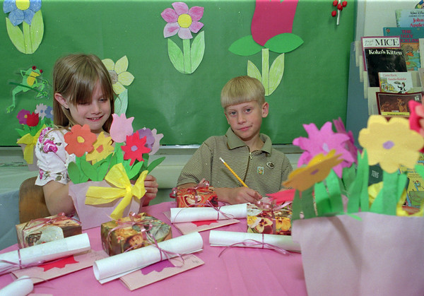 98/05/08 Mother's Day Gifts *Dennis Stierer Photo - Kristen Prabucki and Nathan Bechtold, both  8 and 2nd graders at Charles Upson school were working on their Mother's Day gifts. Kristen was fixing up a bouquet of flowers as Nathan was finding just the right words to tell Mom how much she means to him.