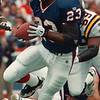 97/08/31--BILLS/OFFENSE--DAN CAPPELLAZZO PHOTO--ONE OF THE FEW BRIGHT SPOTS IN THE BILLS OPENER, ANTOWAIN SMITH TAKES THE BALL ON A 42-YR-DASH IN THE SECOND QUARTER, WHICH LED TO THE BILLS ONLY TD OF THE DAY.<br /> <br /> SP