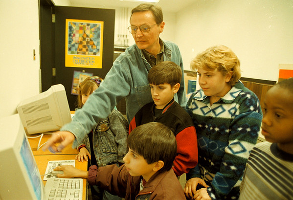10/21/97-- artwheels class--Takaaki Iwabu photo-- Carl M. Schifano, director of education at Niagara Coucil of the Arts, shows how to use computer to the students of Artwheels class Tuesday.