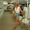 7/23/97-- laundry lounge--Takaaki Iwabu photo-- Paulette Calandrelli of Niagara Falls visits The Laundry Lounge, the new busniness on Niagara Falls Blvd. <br /> <br /> money, Thursday, bw
