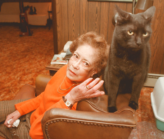 """98/01/26-BAD-ASS CAT--DAN CAPPELLAZZO PHOTO--BETTY THOMPSON, OF GI HANDS OUT WITH HER BAD ASS CAT """"DENNIS RODMAN.""""<br /> <br /> WED FEATURE"""
