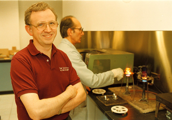2/27/97-- TAM --Takaaki Iwabu photo-- Alan Rae, Ph.D., vice president of TAM Ceramics Inc., at the company's lab with Ron Scotch, in the back. (photo for Eugene's story on the company's new arragnment...)<br /> <br /> Money, Saturday, bw