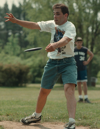 98/05/17--disk golf 2--Takaaki iwabu photo-- Stan Messing of Niagara Falls in action at the 2nd Hall.