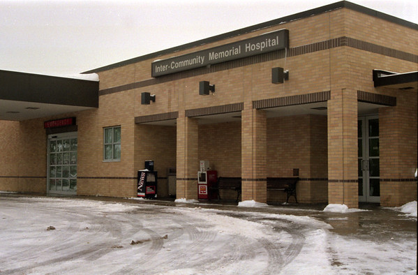 98/1/16 Hospit merg2-Rachel Naber Photo-Inter Community Memorial Hospital in nefane for Sunday story at NG