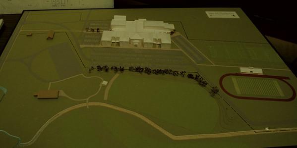 97/11/21--MODEL/NEW SCHOOL--DAN CAPPELLAZZO PHOTO--THE MODEL OF THE NEW SCHOOL.<br /> <br /> 1A SUNDAY