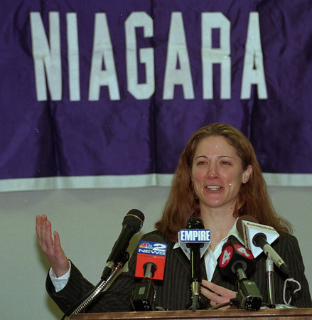 98/02/24--NU WOMAN'S HOCKEY--DAN CAPPELLAZZO PHOTO--NU WOMAN HOCKEY COACH AND OLYMPIC ANNOUNCER  MARGOT PAGE SPEAKS TO THE PRESS AT THE NU ICE COMPLEX.<br /> <br /> SPORTS
