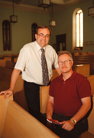 """97/09/10-- men of integrity --Takaaki Iwabu photo-- Paster Pat Warren, left, and the church member Bill Gibson lead """"Men of Integrity"""" at First Presbyterian Church. <br /> <br /> feature, bw, Saturday"""