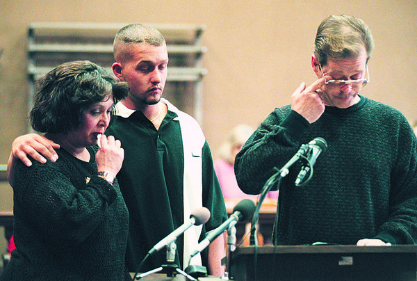 5/14/97--LaPATRA/KYLER FAMILY--DAN CAPPELLAZZO PHOTO--THE KYLER FAMILY IS EMOTIONAL AS GUITANO KYLERS FATHER READS HIS STATEMENT BEFORE THE COURT.<br /> <br /> 1A NEWS