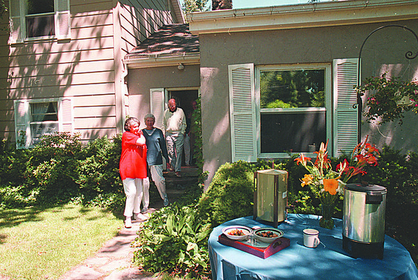 7/24/97--PARENTHOOD 4--DAN CAPPELLAZZO PHOTO--DR JULIE ROSE AND OTHER GUESTS LEAVE THE DIACHUN RESIDENCE, 2073 LAKE RD. WILSON, AFTER A BENEFIT BRUNCH FOR PLANNED PARENTHOOD.<br /> <br /> FEATURE