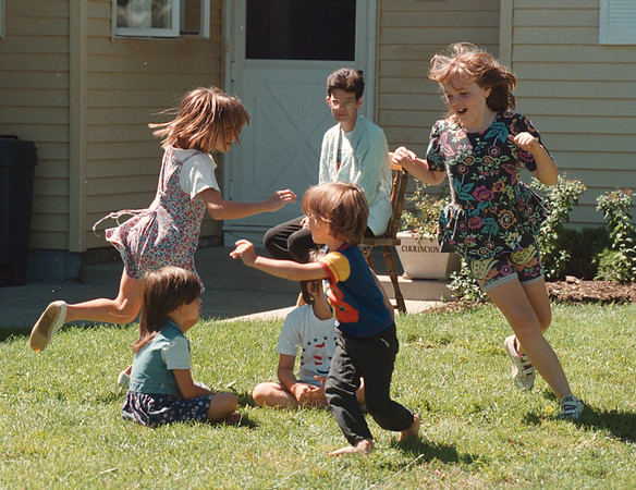97/08/18 Child Supervision  - James Neiss Photo - Kelly Cirrincione of Beckwith Ave. in Wildwood Achres, keeps and eye on her children and neighbor hood kids as they play.<br /> <br /> Block Club Story.