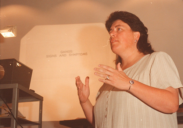 9/4/97-- anti violence --Takaaki Iwabu photo-- Patty George of Community Missions Inc., talks about local gang activites during Anti-Violence Conference at Niagara Falls Library. <br /> <br /> local, Friday, bw