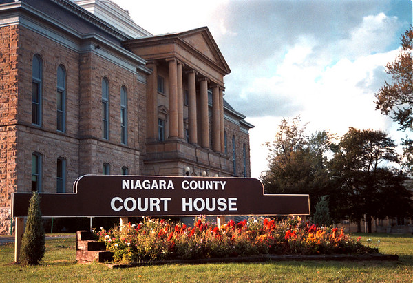 98/10/01 Cost O Govt-Rachel Naber Photo-Illusration for Sunday article on the cost of goverment in Niagara County.