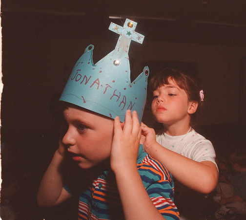 97/08/05 Bible School - James Neiss Photo - Jonathan Keese gets help with this Blessed Mary Crown from Bible School Classmate Lauren Burke. Both are 5yrs and from Youngstown.<br /> <br /> St. Bernard's Roman Catholic Church