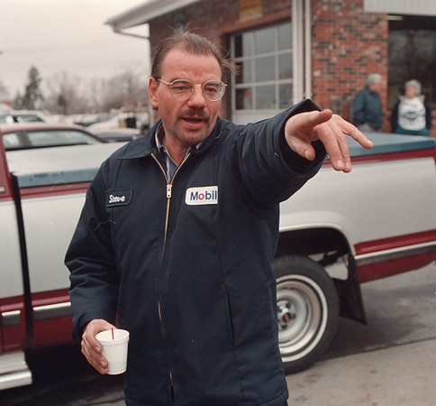 4/17/97 Shooting Witness - James Neiss Photo - Steve Davis a Gas Station Attendent at Brunos Mobile describes what he saw of the shooting on pine beween 10th and Portage.<br /> <br /> Niagara Falls Police Shooting