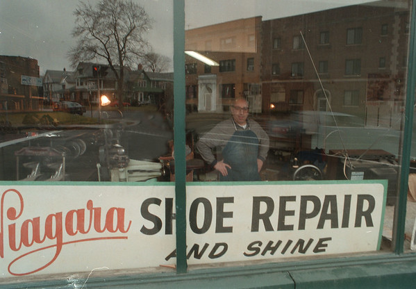 11/30/97--SHOEMAKER 2--DAN CAPPELLAZZO PHOTO--VETERN SHOEMAKER MARIO VOLPE LOOKS OUT OF HIS WORLD TO SEE THE WORLD AROUND HIM AT THE CORNER OF 3RD AND MAIN STREET.<br /> <br /> FEATURE SUNDAY