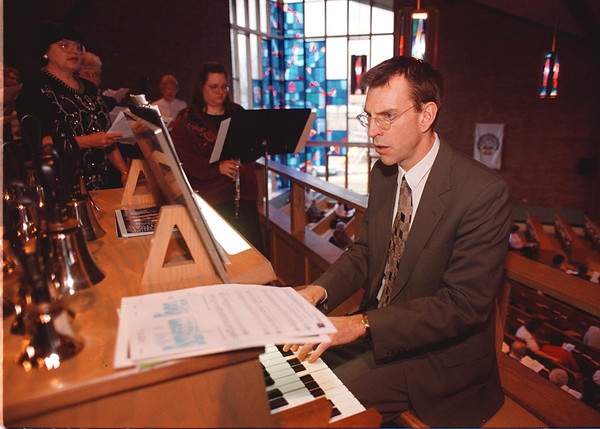 2/23/97-- hymn fest-- Takaaki Iwabu photo-- Mark Sedio, cantor at Mount Live Lutheran Church in Minneapolis, plays organ leading the choir during A Hymn Festival at Holy Ghost Lutheran Church in Wheatfield Sunday. <br /> <br /> tmc photo