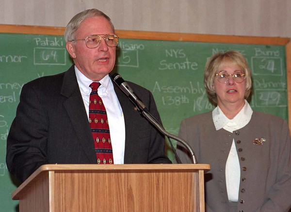 98/11/03 Seaman Speaks *Dennis Stierer Photo -<br /> David E. Seaman was relected to the 139th District as State Assembyman and gave his thanks last night at the Best Western. Standing with him is his wife, Bonnie Seaman.