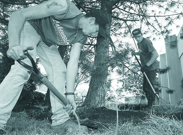 5/20/97-- landscapers --Takaaki Iwabu photo-- Jeff Klinger and Chris Josker, landscapers at Lakewood Landscaping, Youngstown, work on the garden on 8th and Main St. Tuesday. <br /> <br /> Grapevine photo