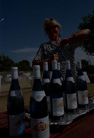 97/08/04--WINE WINE WINE--DAN CAPPELLAZZO PHOTO--TASTE OF LEWISTON WAITERS RACE COORDINATOR DEIRDRE LITT OPENS BOTTLE AFTER BOTTLE OF WHITE WINE IN PREPERATION FOT THE RACE THIS PAST WEEKEND.<br /> <br /> GRAPEVINE