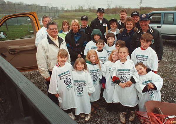 5/17/97-- clean up--Takaaki Iwabu photo-- Saturday's clean-up crews (Town of Niagara Board members and Boy and Girl Scouts--Cub Den 4 of Pack 845 and Daisy Troop 69) pose for a picture at Colonial Park.  <br /> <br /> tmc photo