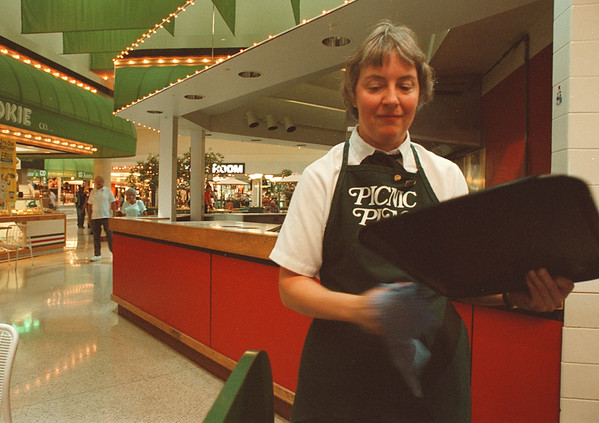 97/08/15-- Summit Park 1--Takaaki Iwabu photo-- Sandy Kromphardt cleans up trays at the food curt in Summit Park Mall. (The food stand behind her is empty..... for Liz story on vacancies at the Mall.) <br /> <br /> Sunday, 1A, color