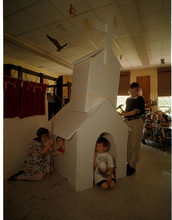 98/05/06 Styrofoam Church - James Neiss Photo - St. Paul Lutheran school. L-R - Maria Bergey 6yrs/kg, Brian Zendano 4yrs/Pre, Chad Szymanski 3yrs/Pre and Bob Pepperday 13yrs/7th.