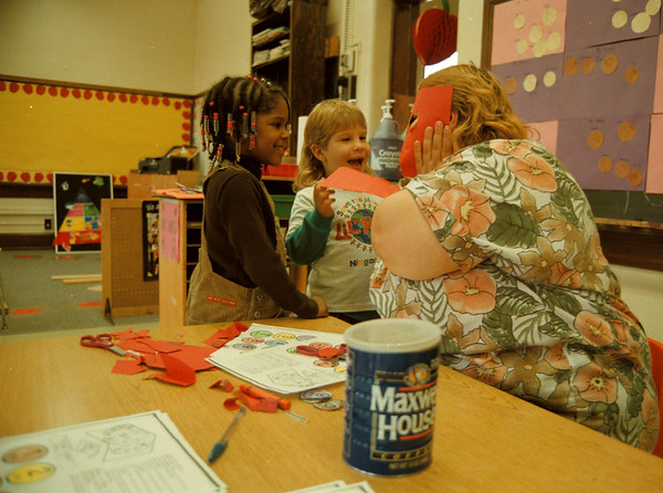 97/11/19 Headstart - Rachel Naber Photo - Kaleema Davis,4 (left), Kimberlee Wolcott, 4 (middle) and her mother Cindy Wolcott (right) make masks out of paper and crayons at the open house of Head Start on 24th street.