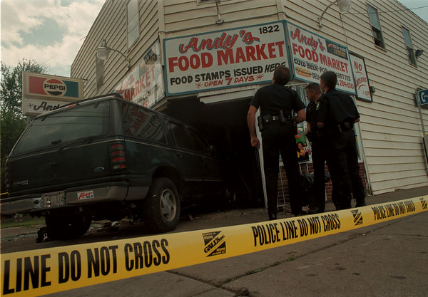 98/05/26--Car crash --Takaaki Iwabu photo-- Niagara Falls Police officers investigate the Andy's Food Market on Niagara Street after the store was damaged by the automobile which run into the store. <br /> <br /> 1a, color, Wednesday