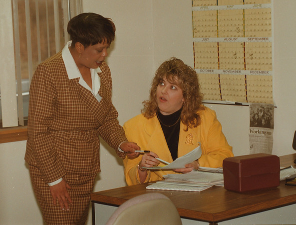 97/01/08 Temp Power - James Neiss Photo - Debi Morgan, Coordinator and Tracey Newman, Office Mgr. work together.