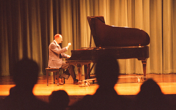 98/02/08 Douglas Monroe - James Neiss Photo - Former Lewport music teacher and concert Pianist plays the national anthem during a recital at LewPort HS.