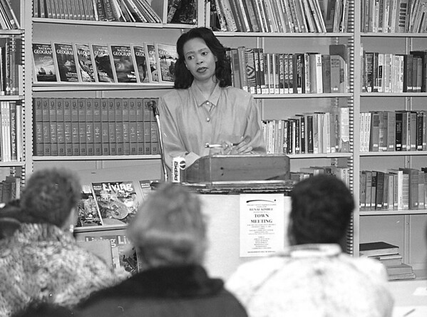 4/17/97--COMMUNITY MEETING--DAN CAPPELLAZZO PHOTO--NIAGAR COUNTY LEGISLATOR RENEE KIMBELL LISTENS TO QUESTIONS ABOUT TELETECH JOBS AT THE CENTER STREET COMMUNTY CENTER. MORE MEETING ARE SCHEDULED BEFORE THE COMPANY SETS UP IN N.F.;<br /> <br /> LOCAL
