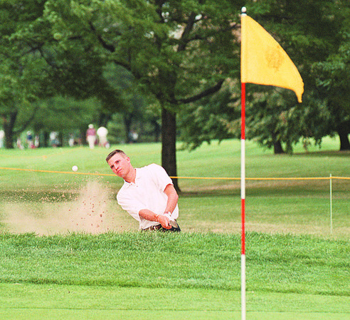 7/23/97--porter cup--dan cappellaazo photo--TRIP KUEHNE, OF McKINNEY, TX CHIPS OUT OF THE SAND TRAP ON THE 18TH HOLE  DURING FIRST ROUND ACTION OF THE PORTER CUP. KUEHNE SHOT A 69 ON THE DAY.<br /> <br /> 1A