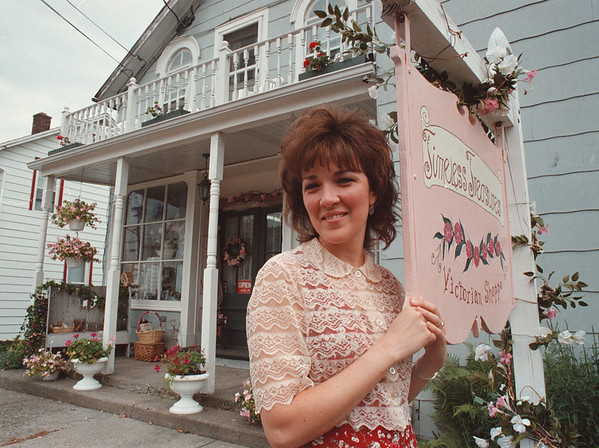 97/08/15-- bridal shop-- Takaaki Iwabu photo-- Sheree Mowrey, owner of Timeless Treasures in Burgholz, poses in front of her store on Niagara Road. <br /> <br /> tmc photo