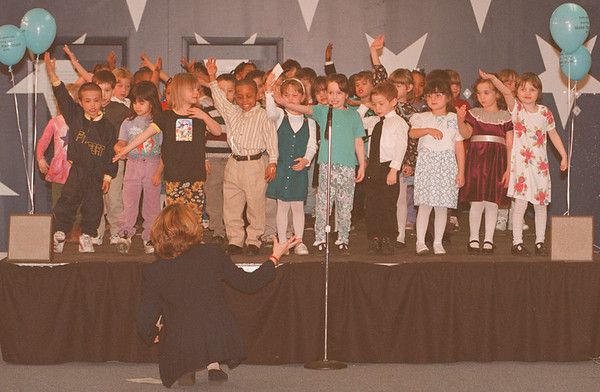 4/21/97--YOUNG CHILD--DAN CAPPELLAZZO PHOTO--KINDERGARDEN TEACHER MICHELLE JASEK DIRECTS KINDERGARDEN STUDENTS AT THE RAINBOW MALL DURING A ROUSING REDITION OF ZIPADEE-DOO-DAH FOR PARENTS AND FRIENDS.<br /> <br /> LOCAL
