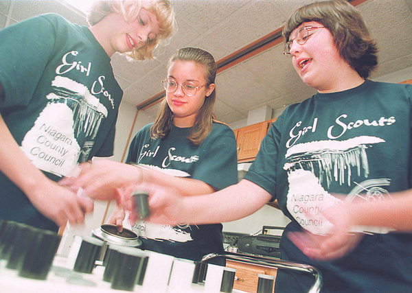 5/20/97-- girl scouts 1- Takaaki Iwabu photo-- Girl scouts members put water (of Niagara Falls) in film case as they prepare one of the sourveniors they will bring to the trip to Washington D.C. From left, Heidi Heppner, Brianne Monaco and Devon Coleman. <br /> <br /> tmc photo