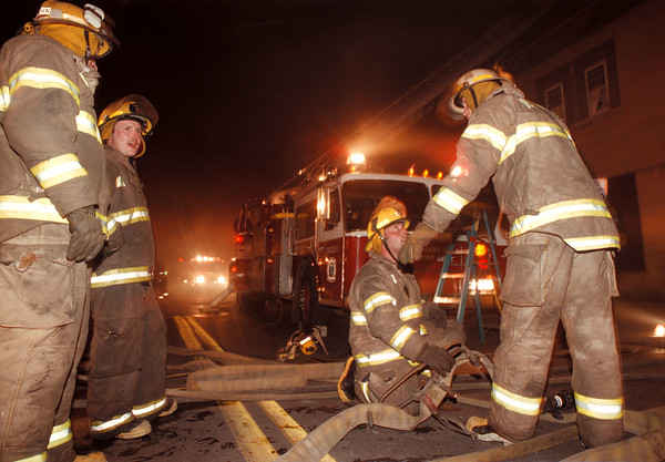 98/05/08--fire 2--Takaaki Iwabu photo-- Niagara Falls fire fighters tries to control the Thursday's night fire on Portage Rd. <br /> <br /> bw