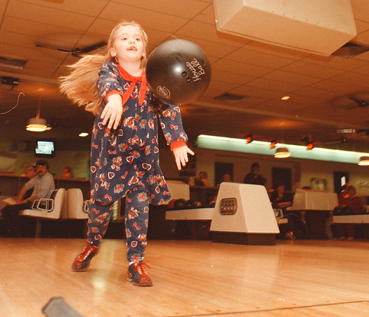 97/10/12--KIDS BOWL--DAN CAPPELLAZZO PHOTO--6-YR-OLD NINA SCIBILIA, OF N.F., LETS THE BALL FLY DURING KIDS BOWL AT BEVERLY LANES.<br /> <br /> FEATURE SUNDAY