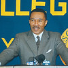 3/20/97--NAACP/MFUME--DAN CAPPELLAZZO PHOTO--NAACP PRESIDENT KWEISI MFUME SPEAKS TO THE MEDIA AT A PRESS CONFERENCE AT CANISIUS COLLEGE THURSDAY EVENING.<br /> <br /> NEWS