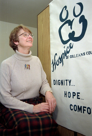 99/1/04 Hospice Stamp-Rachel Naber Photo-Evana Daniels with the design thatis soon to be a US postage stamp.