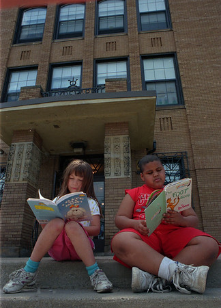 6/10/97--SUMMER SCHOOL KIDS--DAN CAPPELLAZZO PHOTO--HYDE PARK SCHOOL STUDENTS  6-YR-OLD CHRISTOPHER KINCANNON (RIGHT) AND 6-YR-OLD STEPHANIE SHOFF READ ON THE STEPS OF THIER SCHOOL.<br /> <br /> 1A NEWS